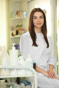 Cosmetologist in Midvale