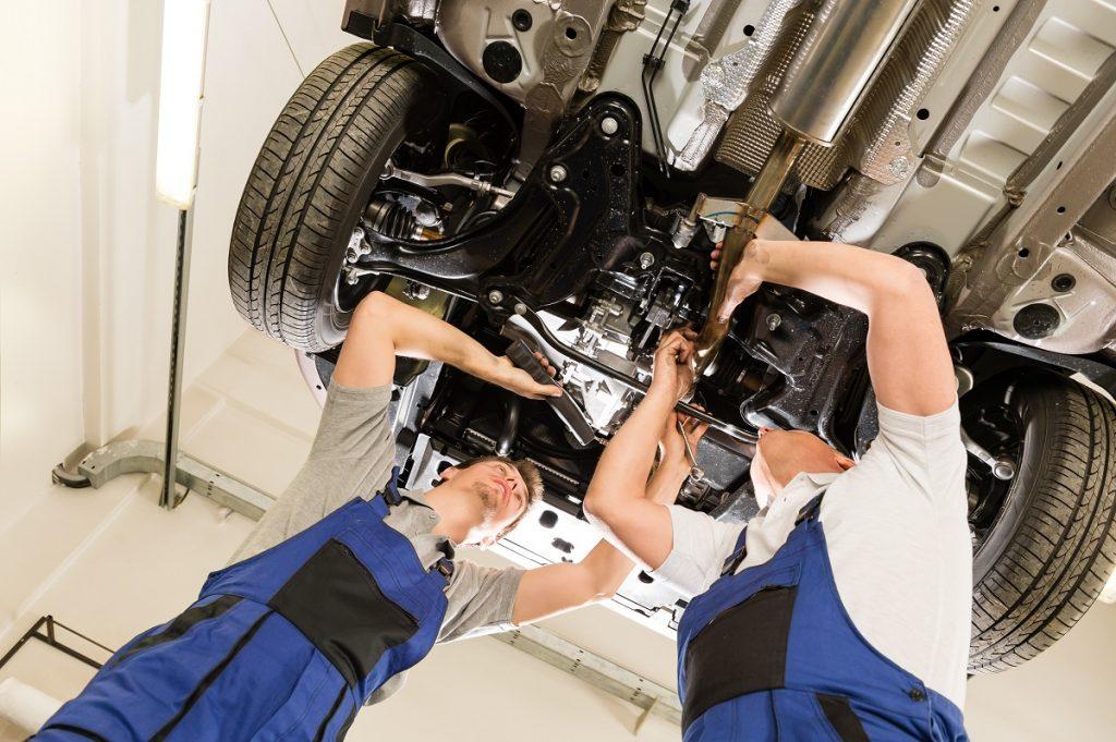 Auto mechanic repairing the car