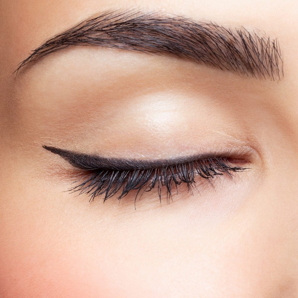 woman with defined eyebrow, and simple eye makeup