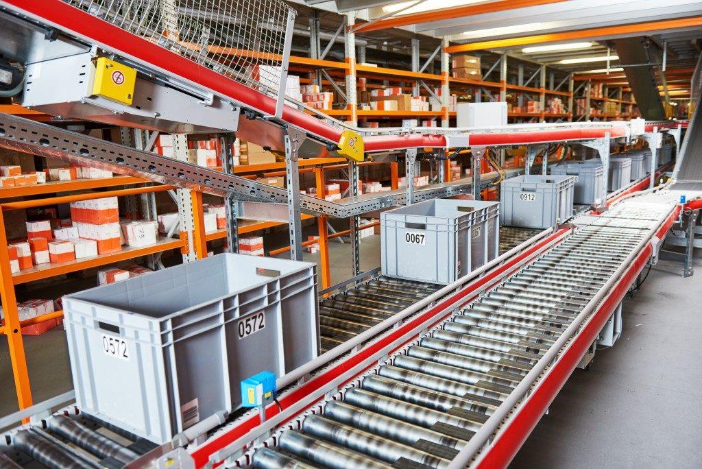 Conveyor belt in a warehouse