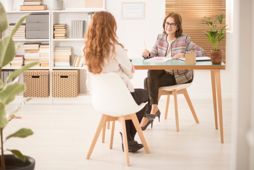 woman talking to her health coach