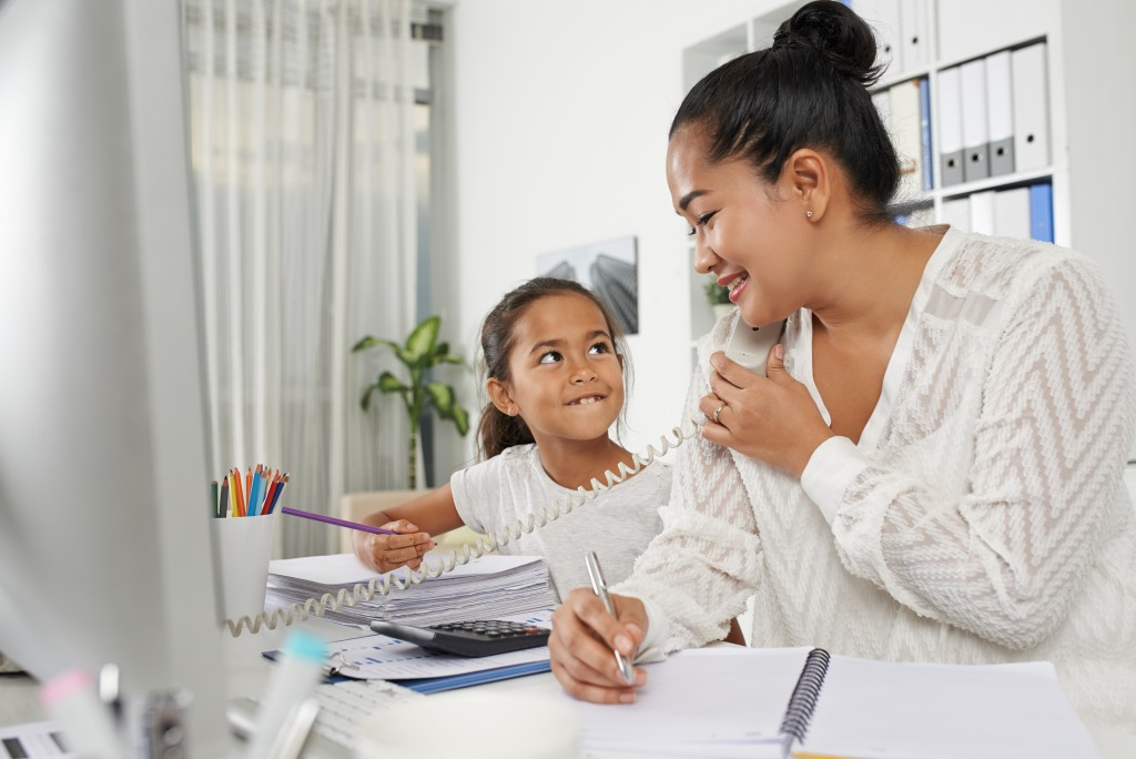 Mixing Motherhood and Entrepreneurship Efficiently