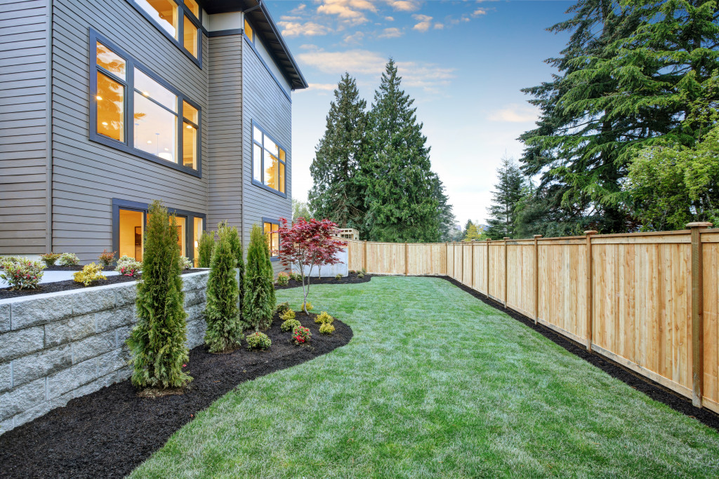 7 Simple Tips and Tricks to Maintain a Beautiful Yard